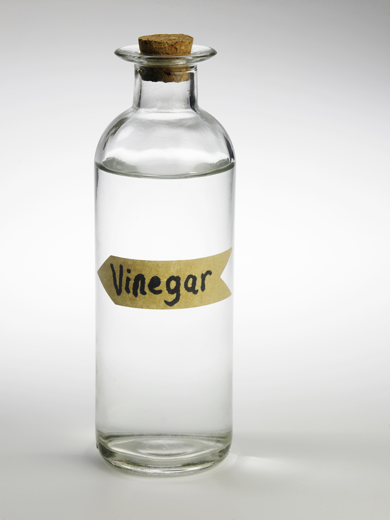 Cleaning with white vinegar