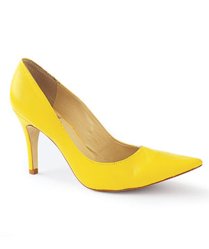 Yellow leather pump