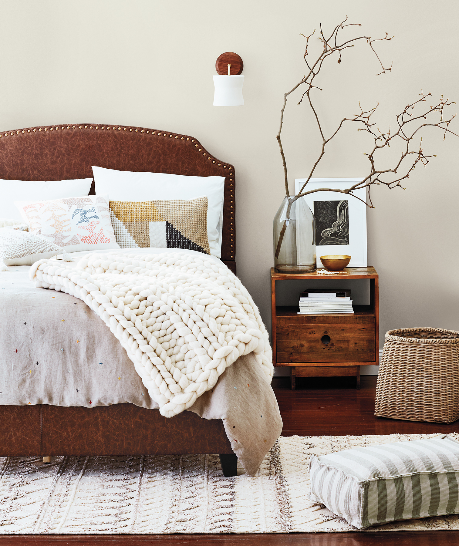 Bedroom with natural materials, soft warm colors