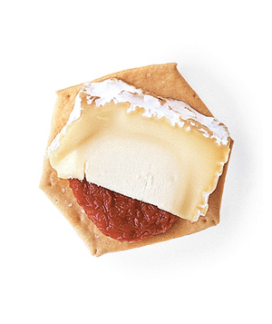 Wheat cracker + sun-dried tomato + Chaource