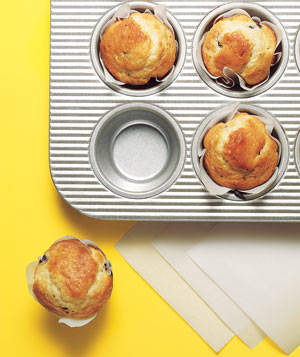 Parchment paper as a muffin liner with muffins in a baking tin