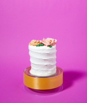 Ribbon as Cake Stand Embellishment