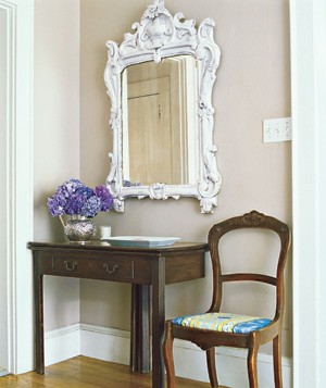A mirror also works to create the illusion of extra space by visually expanding a contained area. Just make sure that it is in proportion to the dimensions of the foyer.