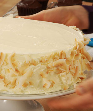 How To: Coat the Sides of a Cake