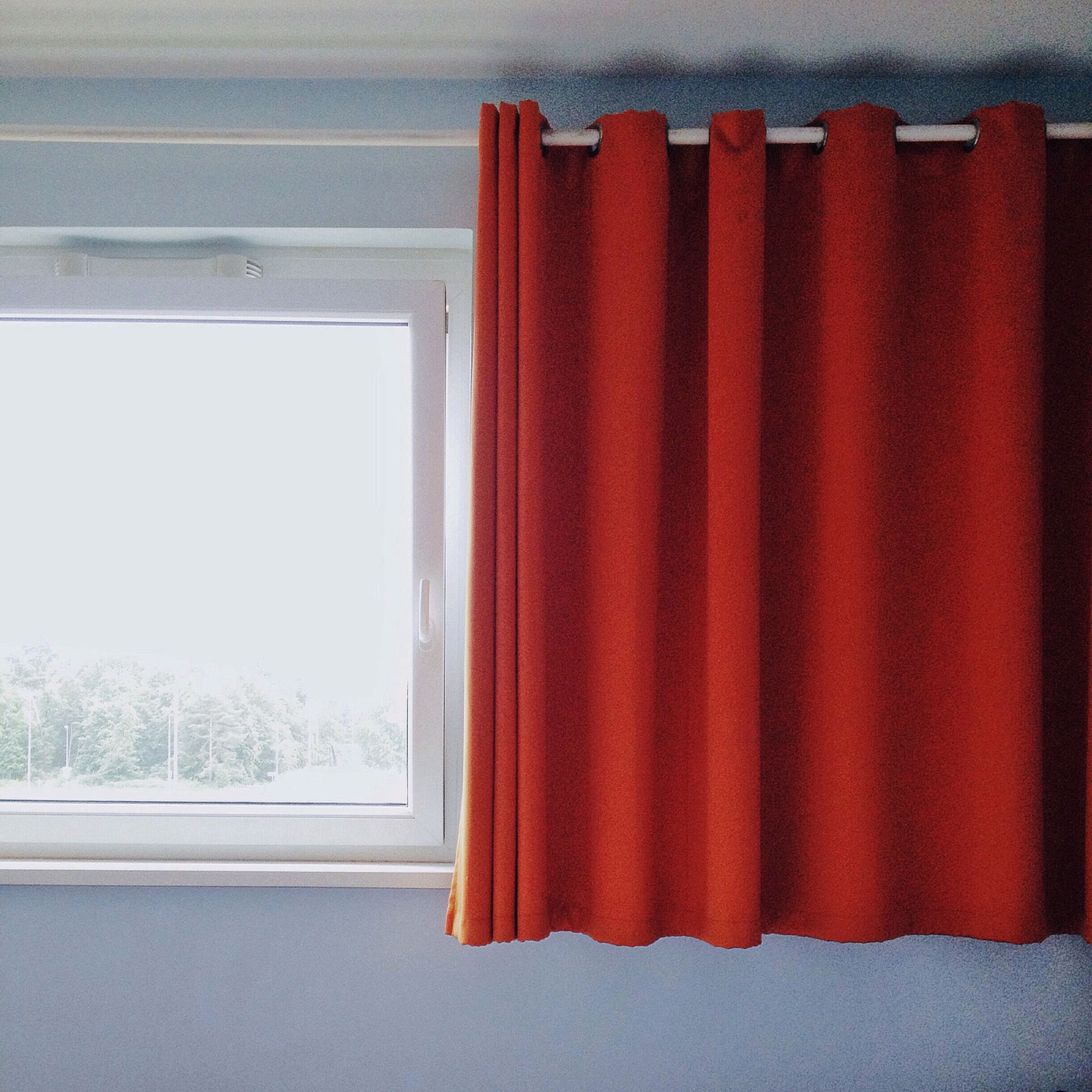 Curtains and Window Treatments Guide - Curtain header with rings or grommets