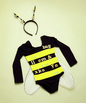 How to make a spelling bee costume