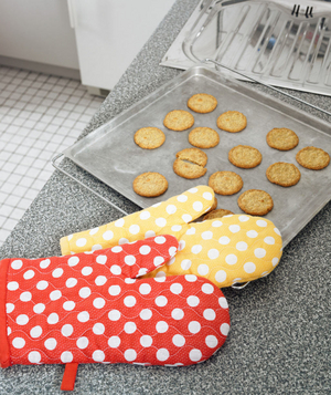 Oven mitts and cookies
