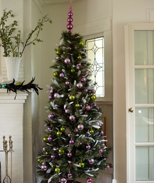 Christmas decor ideas - Christmas tree decorated with feathers