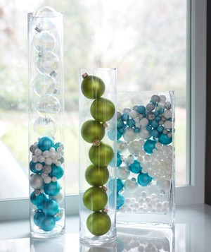 Christmas decoration ideas - Glass ball Christmas ornaments in vase