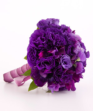 Bouquet of sweet pea and king lisianthus