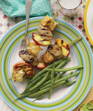 Chicken Sausage and Peach Skewers With Green Beans