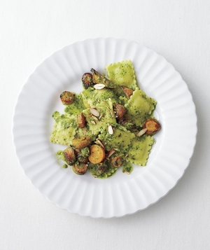 Cheese Ravioli With Kale Pesto and Roasted Carrots