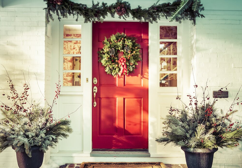 5 Outdoor Christmas And Holiday Decorating Ideas Real Simple