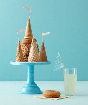 Beach-themed bridal shower, ice cream cones and donuts