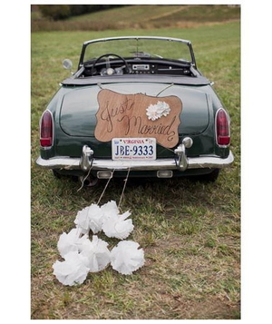 Green convertible with just married sign