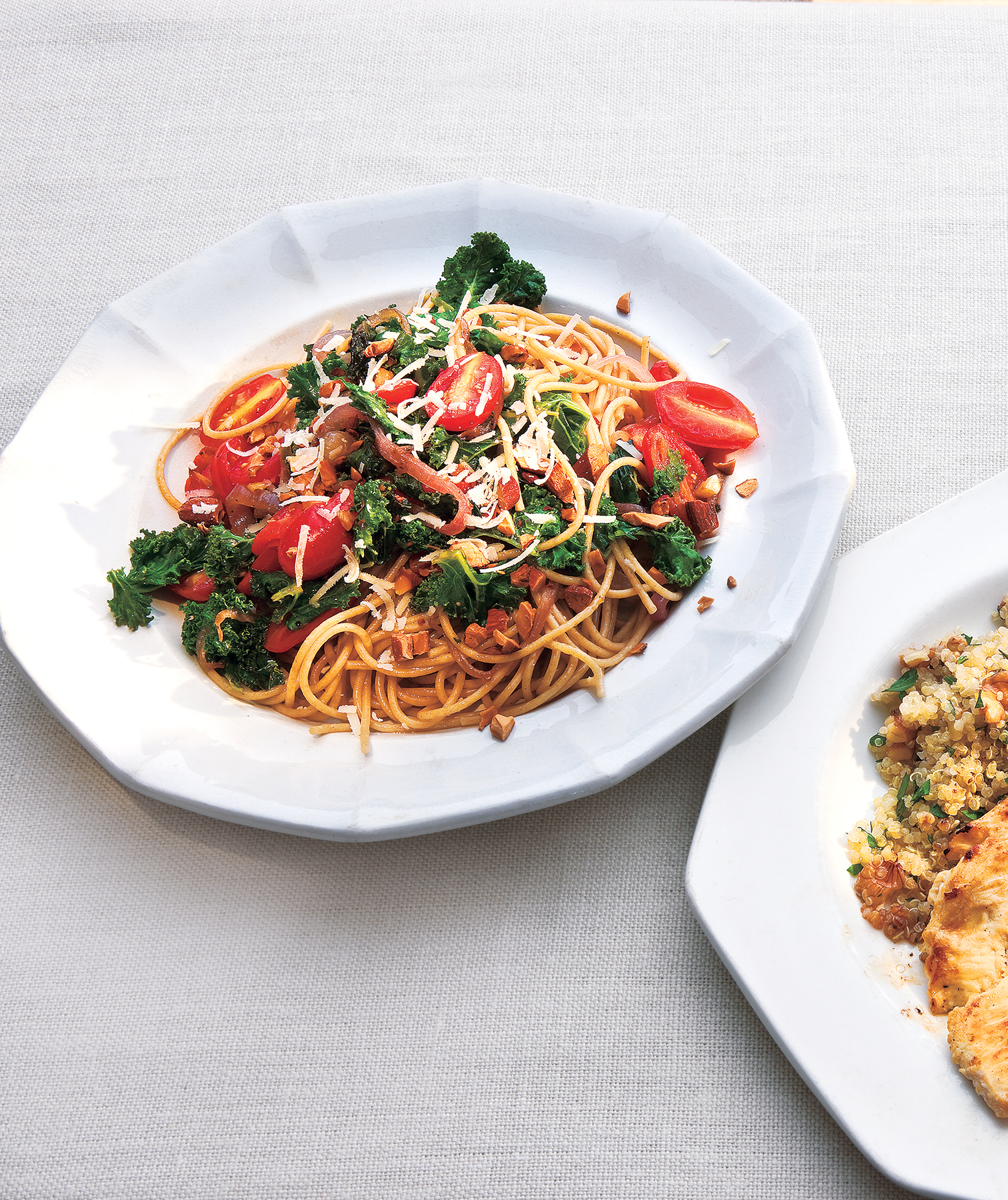 Whole-Grain Spaghetti With Garlicky Kale and Tomatoes