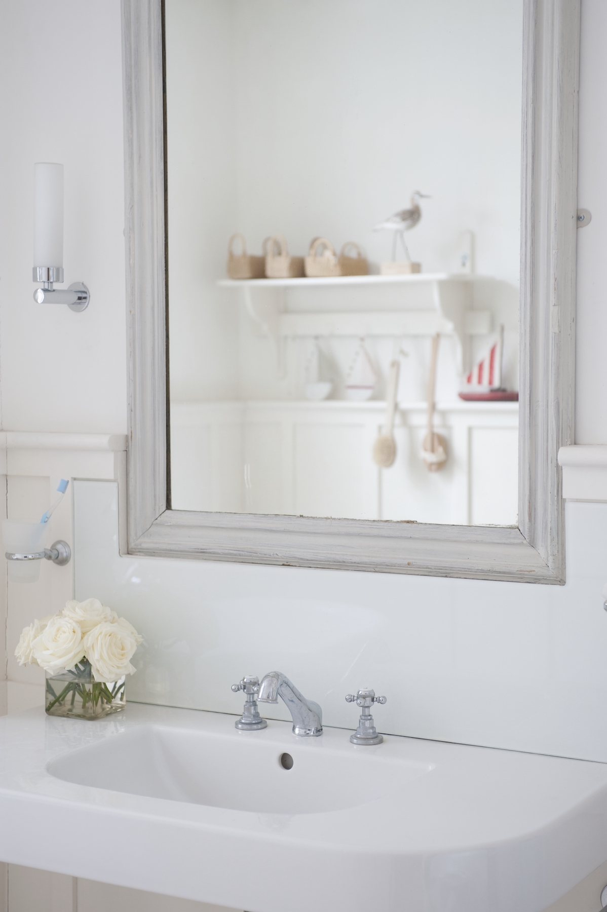How to Clean Bathroom Sink, white bathroom with roses