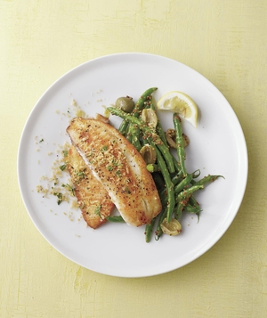 Fish With Herbed Bread Crumbs and Green Beans