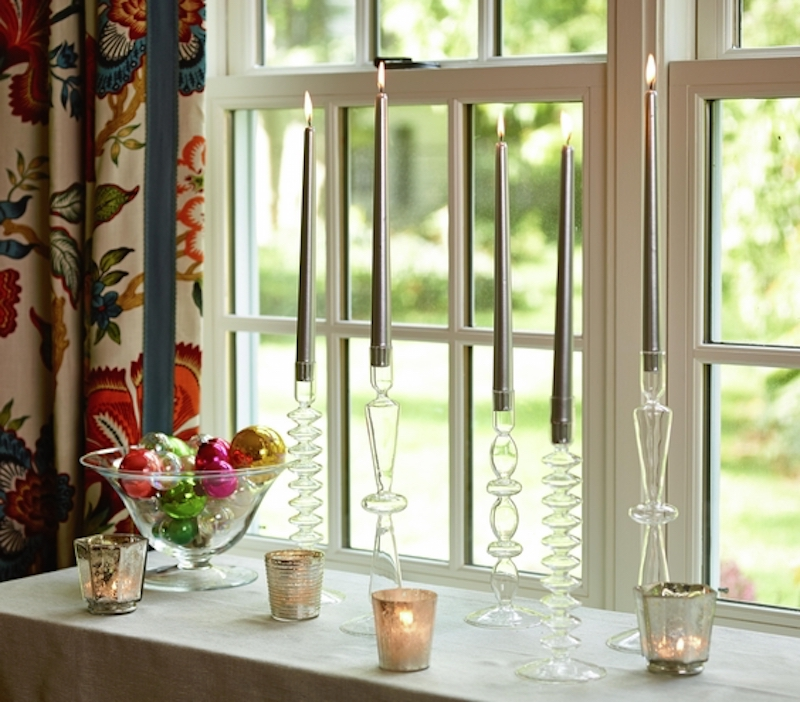 Christmas decoration ideas, Window with holiday decorations and candles