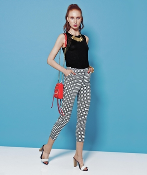 Spring outfit with black top and patterned cropped trousers