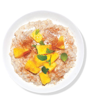 Oatmeal With Pineapple and Mint
