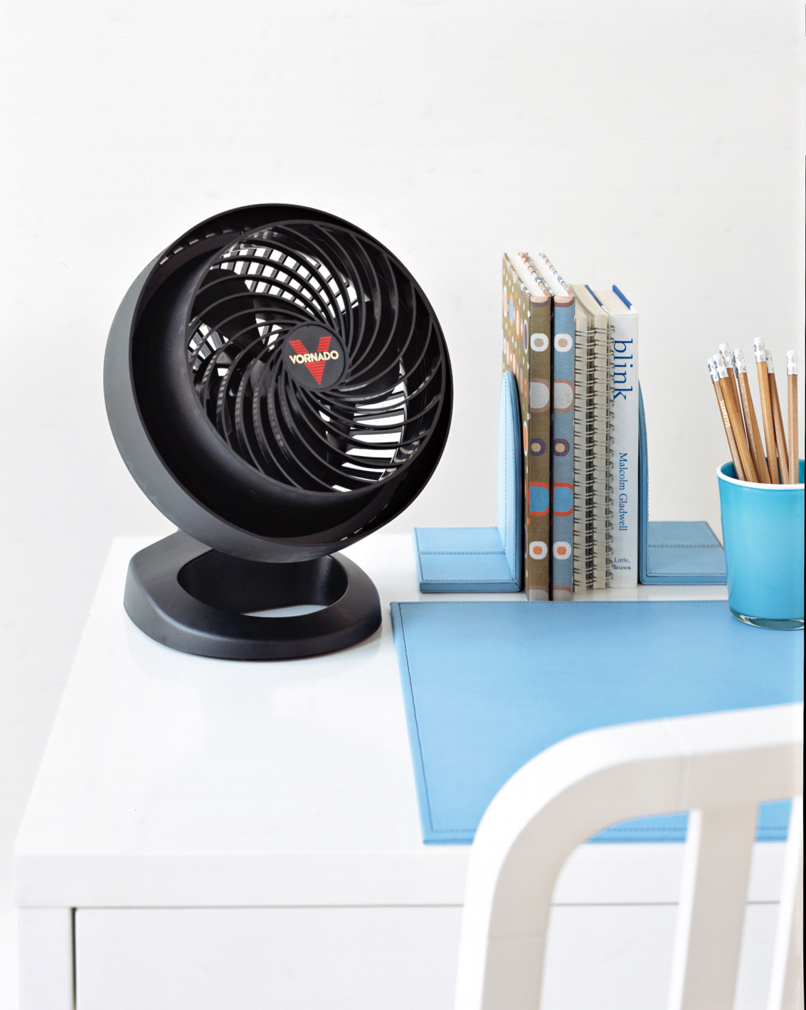 Black desk fan