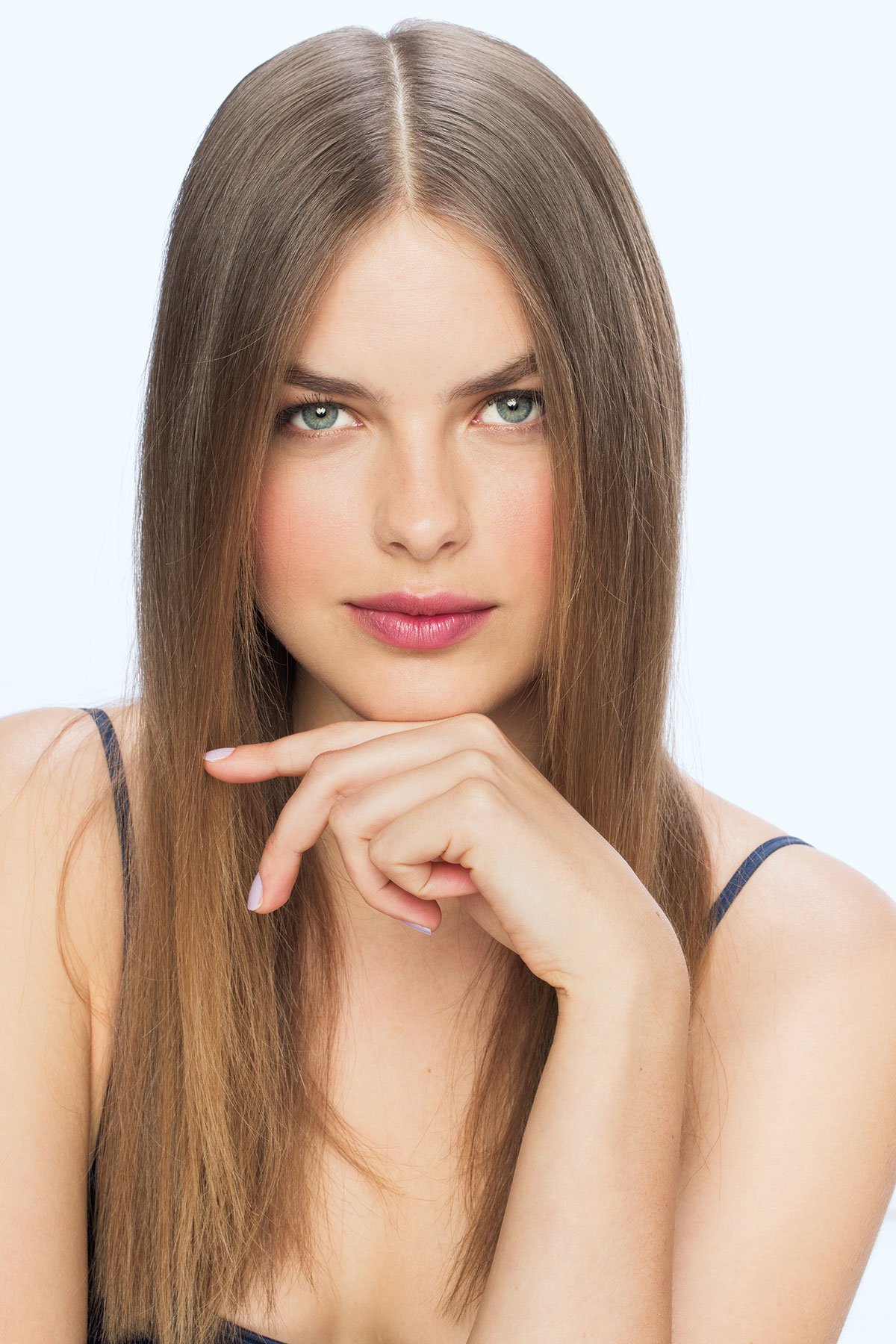 Model with middle part