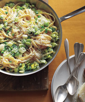 Fettuccine With Lima Beans, Peas, and Leeks