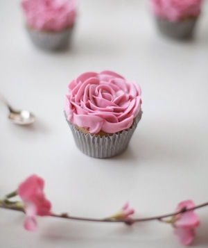 Cupcakes with buttercream roses