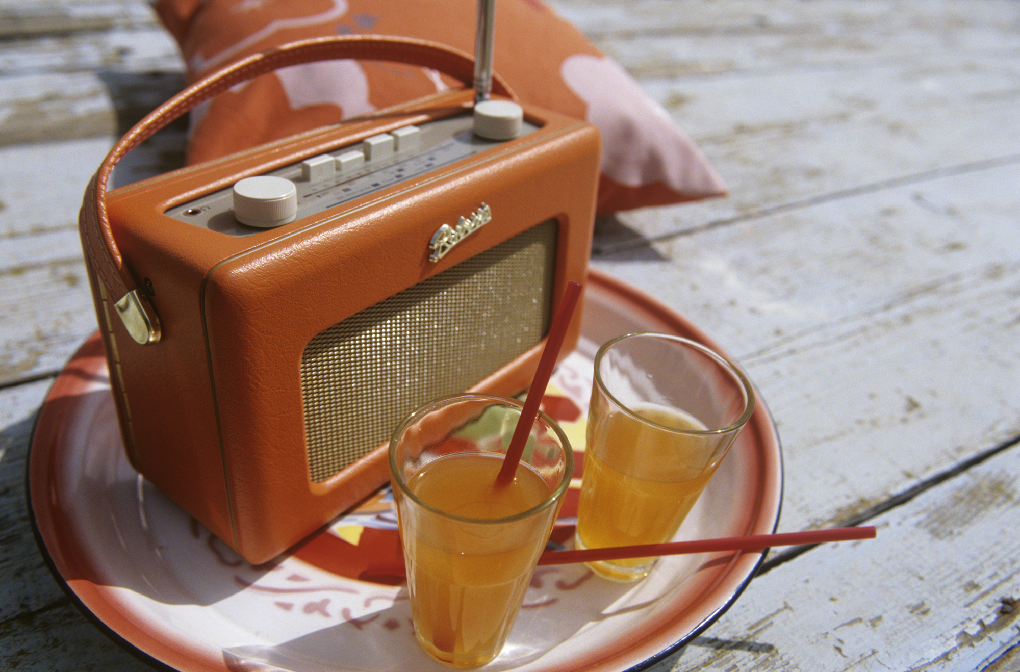 Vintage radio and drinks at outdoor party