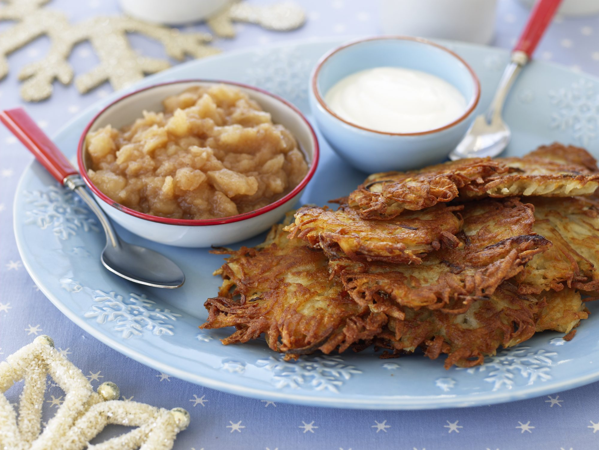 crispy-latkes and applesauce