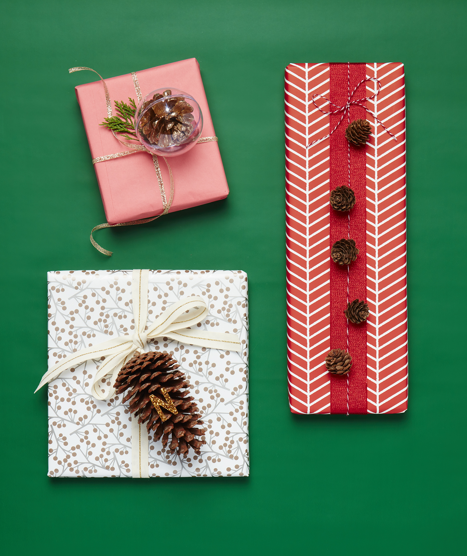 Christmas crafts ideas - Pinecone Present Topper