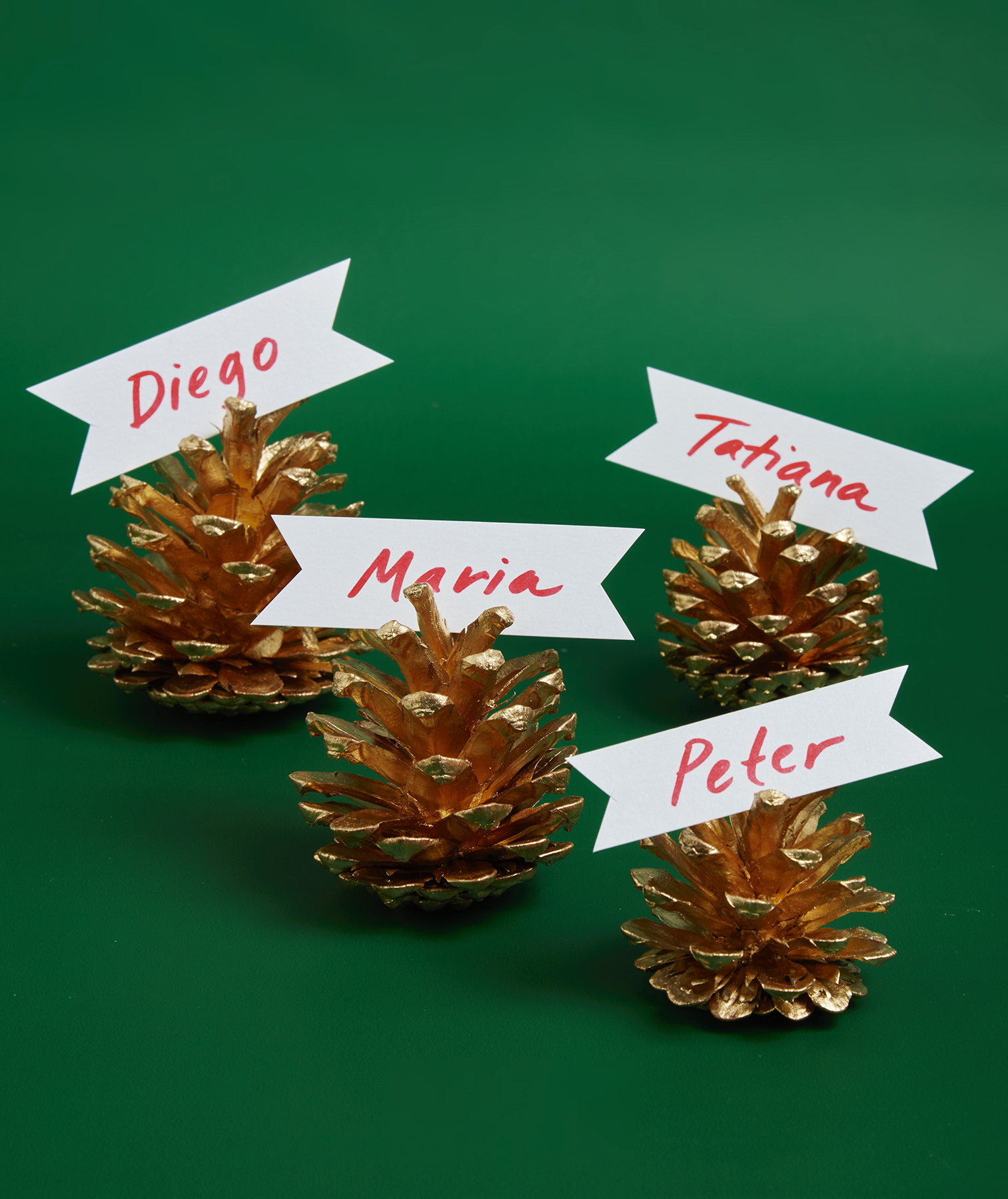 Christmas crafts ideas - Gilded Pinecone Place Card