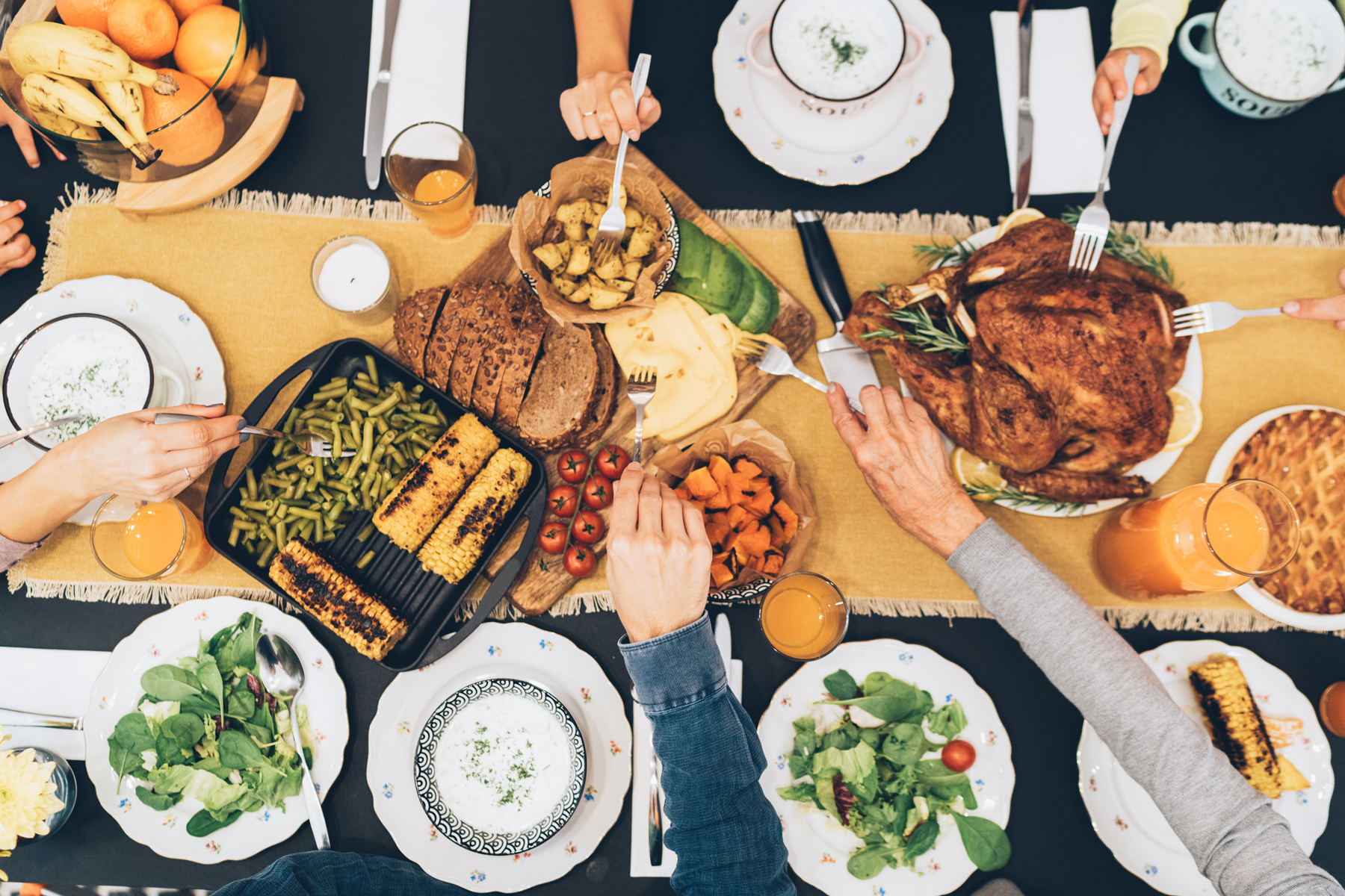 picture of a group of friends celebrating Friendsgiving