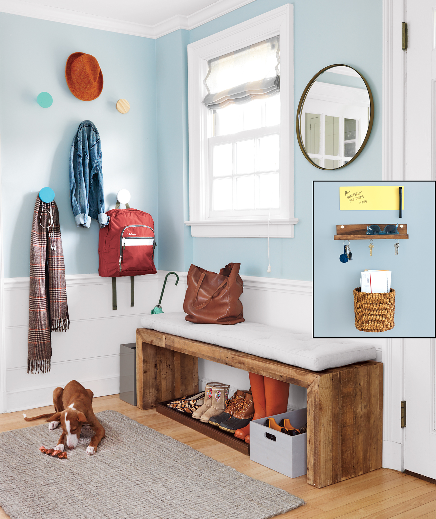 Entryway with mail inset