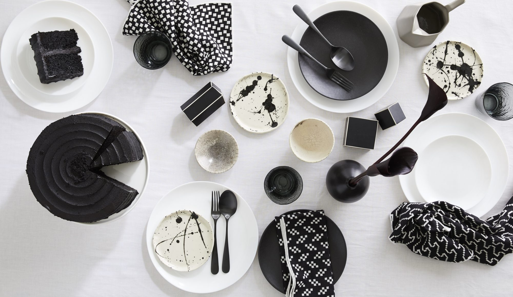 Modern black and white table setting