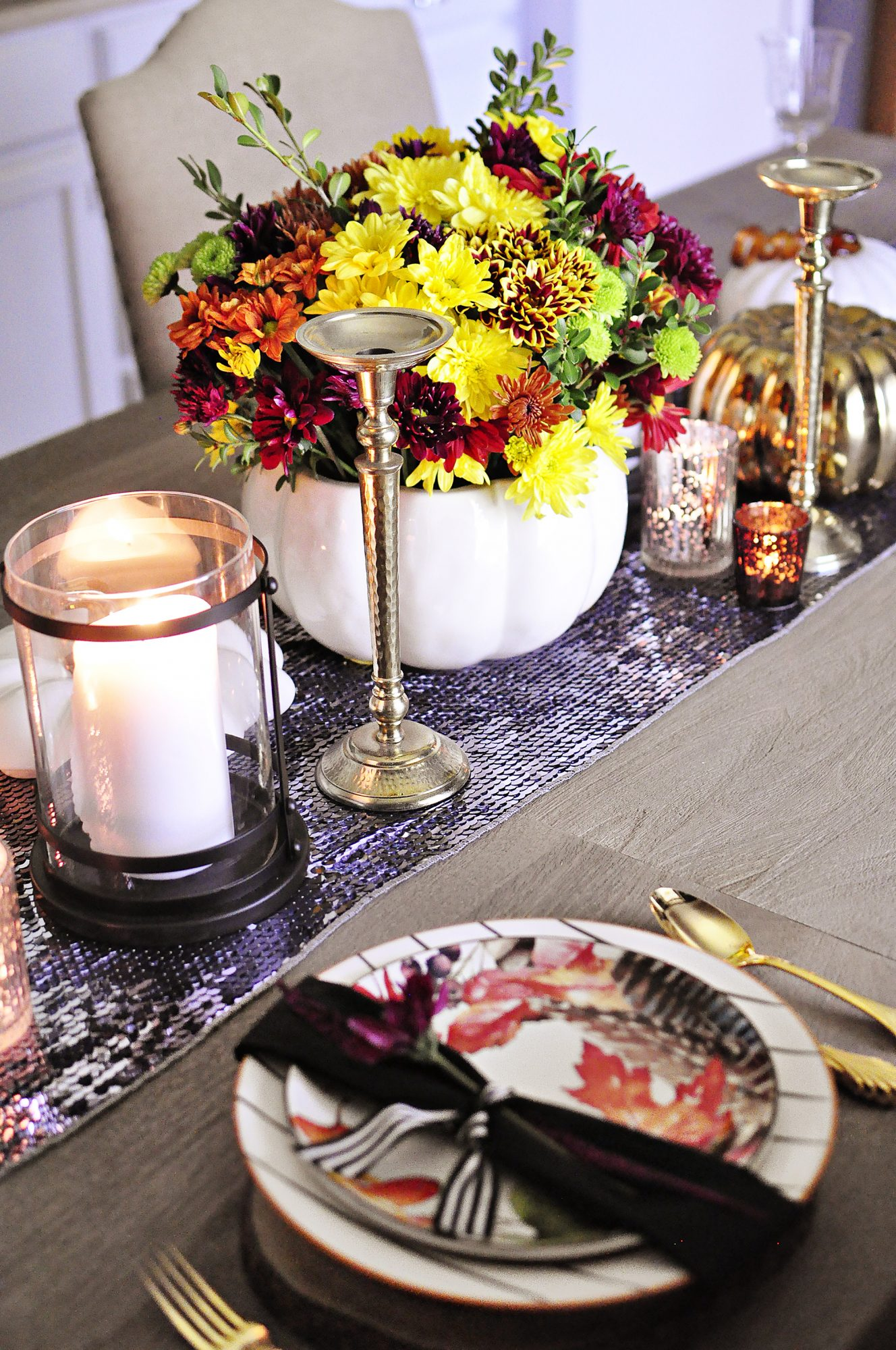 Thanksgiving table with sequins, florals, and wood