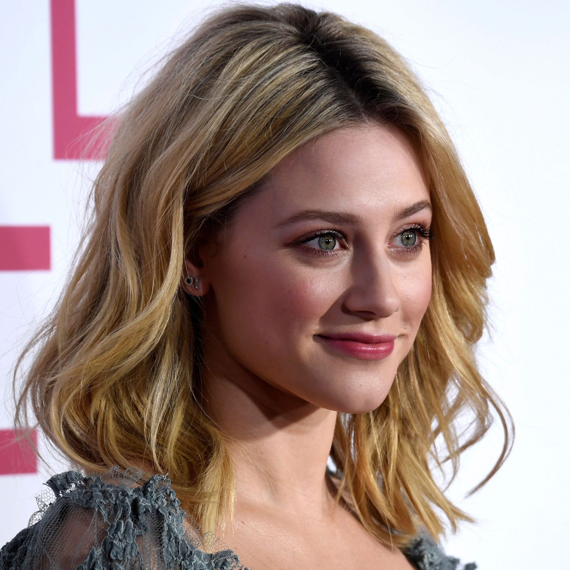 Medium Length Hairstyle: Full Body and Tousled Waves, Lili Reinhart