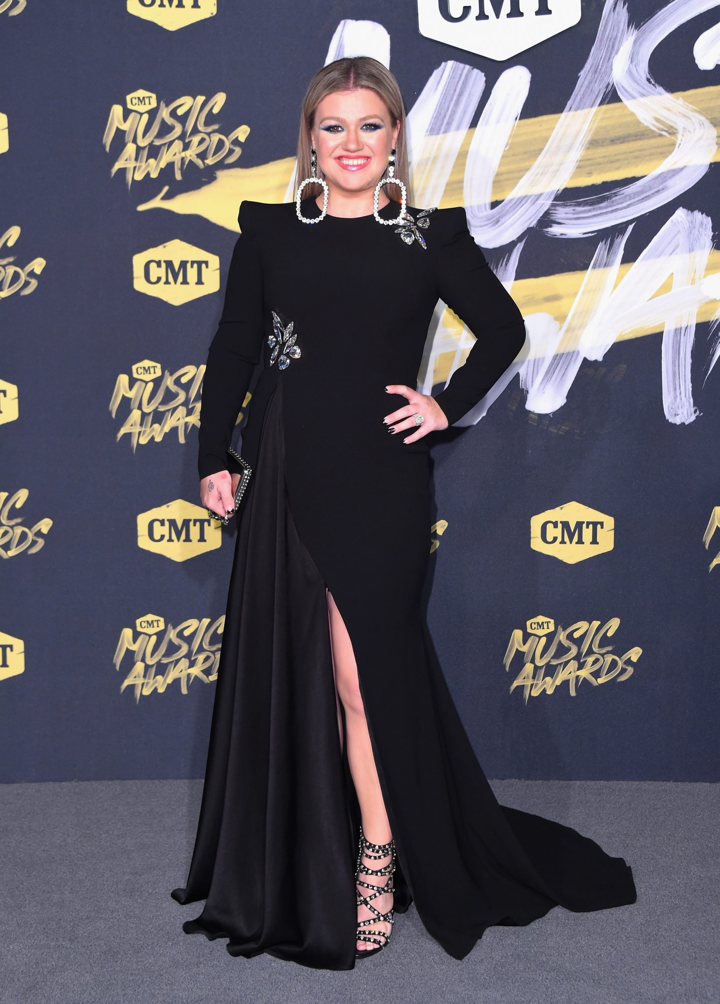Kelly Clarkson attends the 2018 CMT Music Awards
