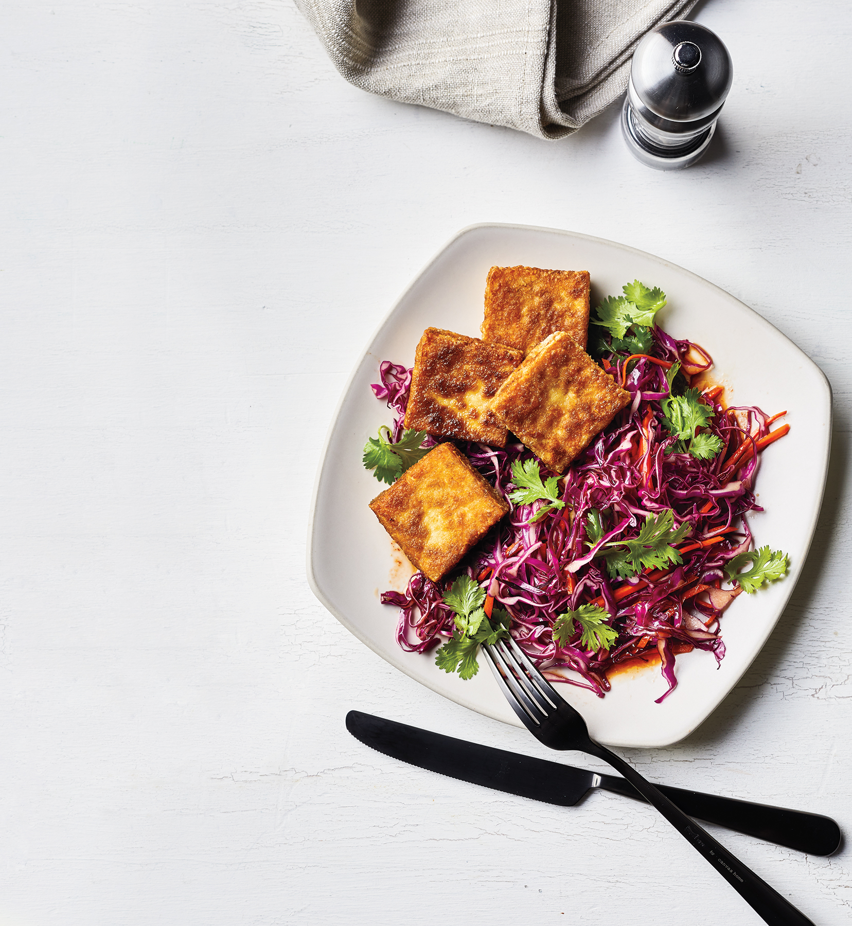Crispy Tofu With Cabbage and Carrots