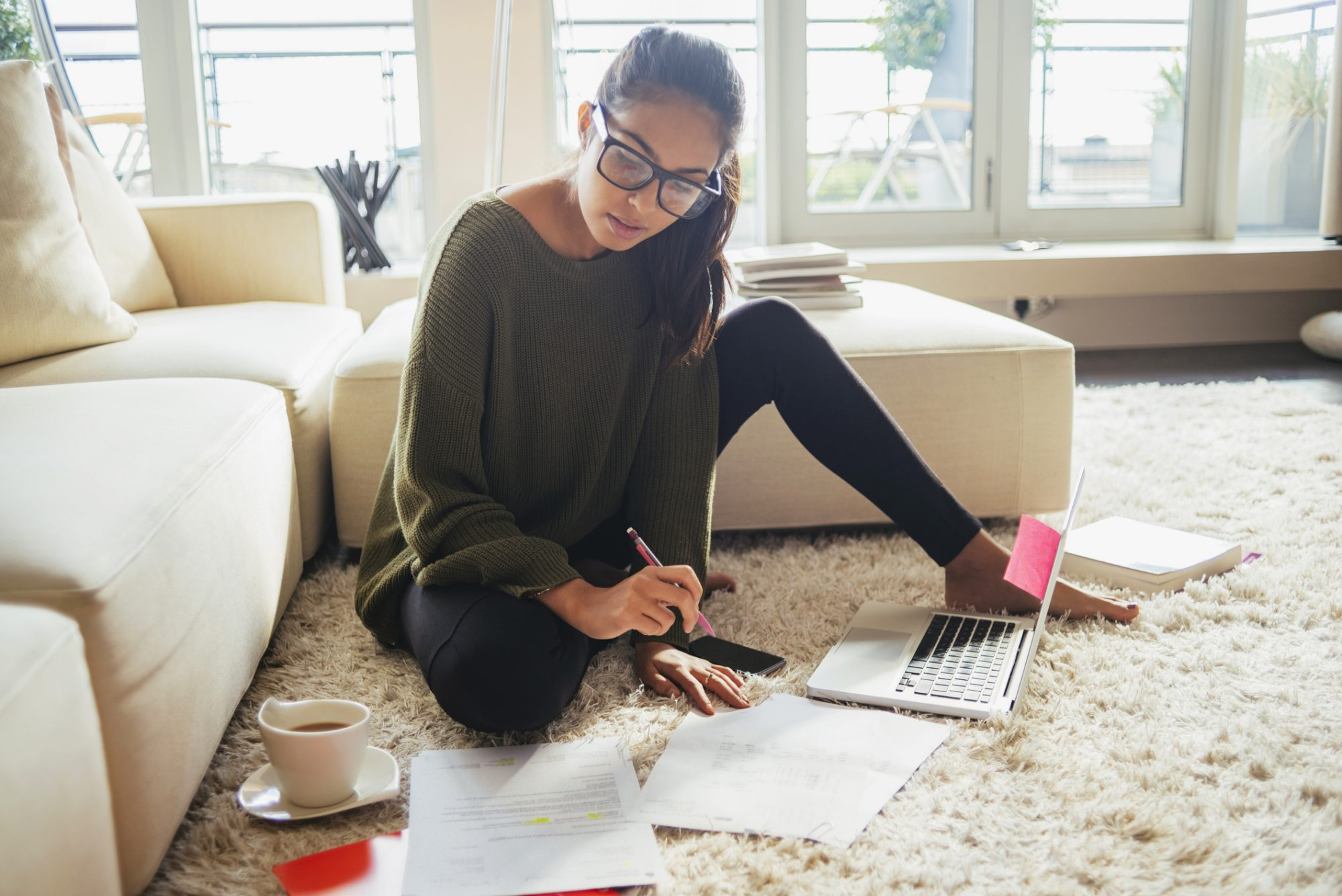 Woman using hacks to stay on budget during the holidays.