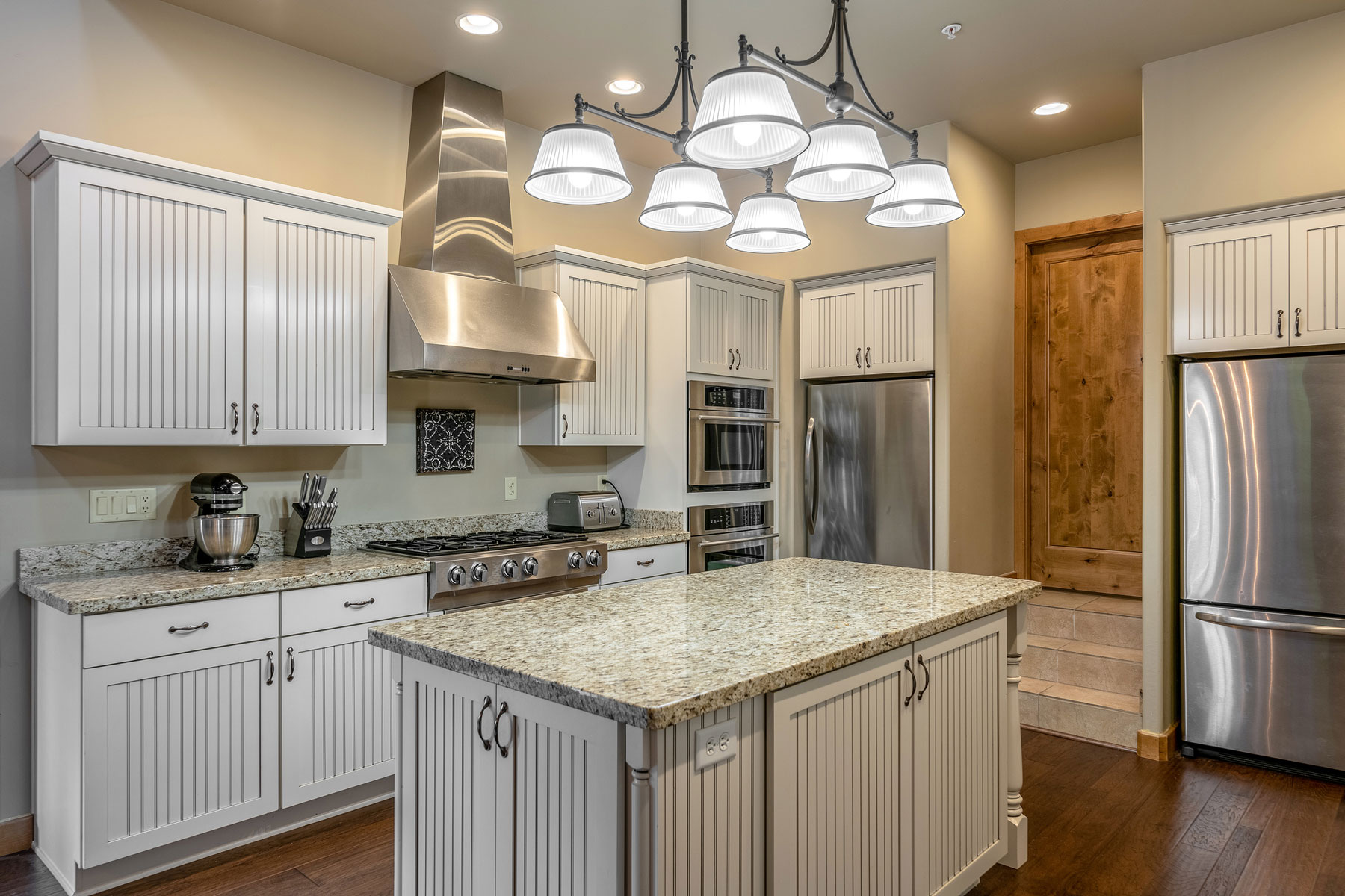 Refinishing kitchen cabinets - white cupboards in a contemporary kitchen