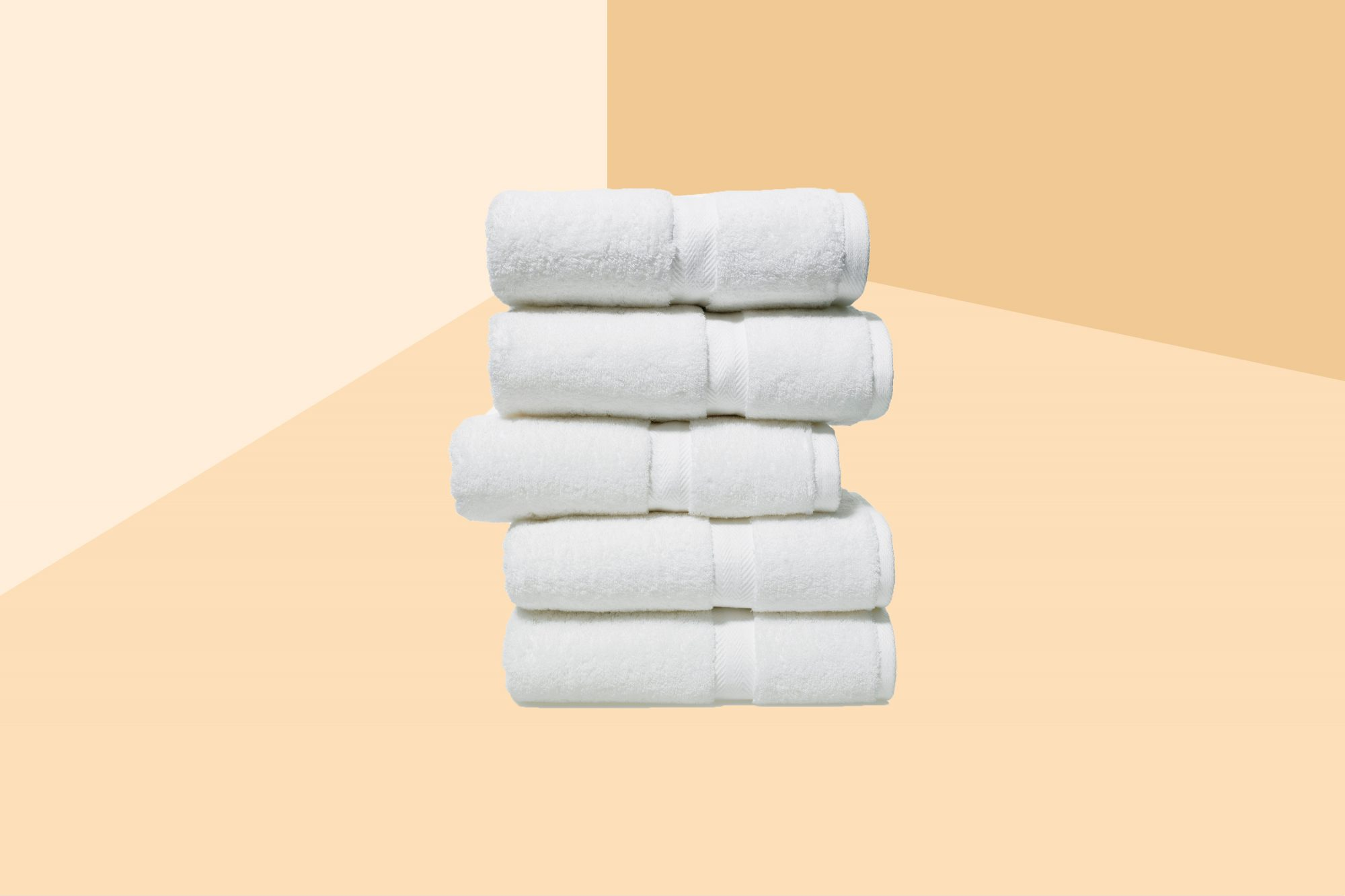 How to pick the best bath towels - stack of fluffy bath towels