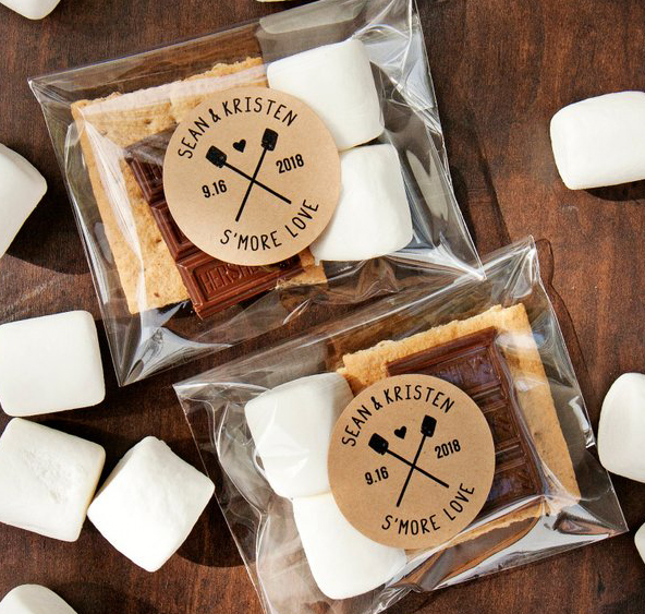 Edible wedding favors: DIY s'mores wedding favors with custom label stickers