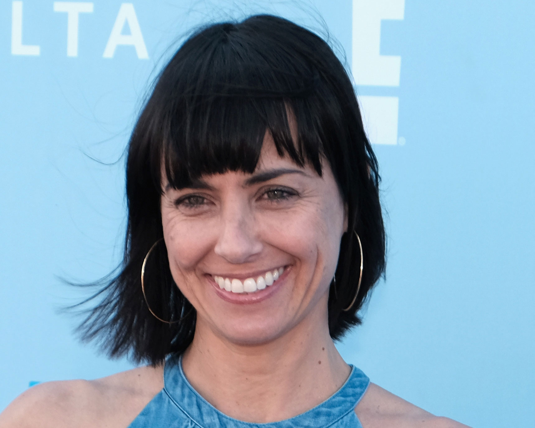 Constance Zimmer Bob Hairstyle With Bangs