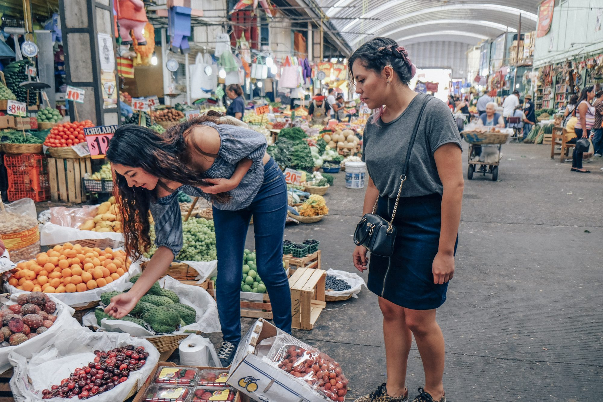 women shopping for food in a Mexico City market