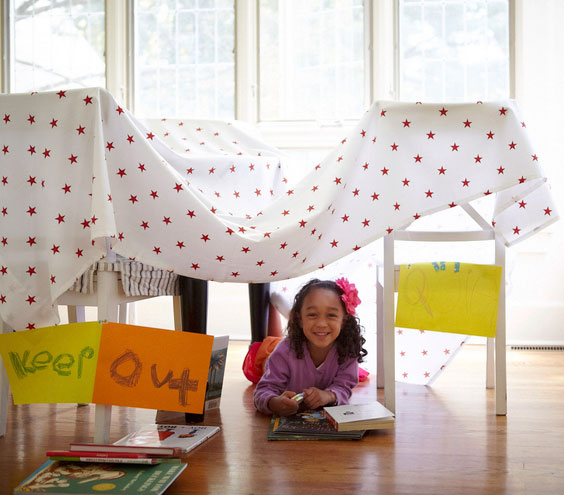 How to make a blanket fort - simple, easy blanket fort