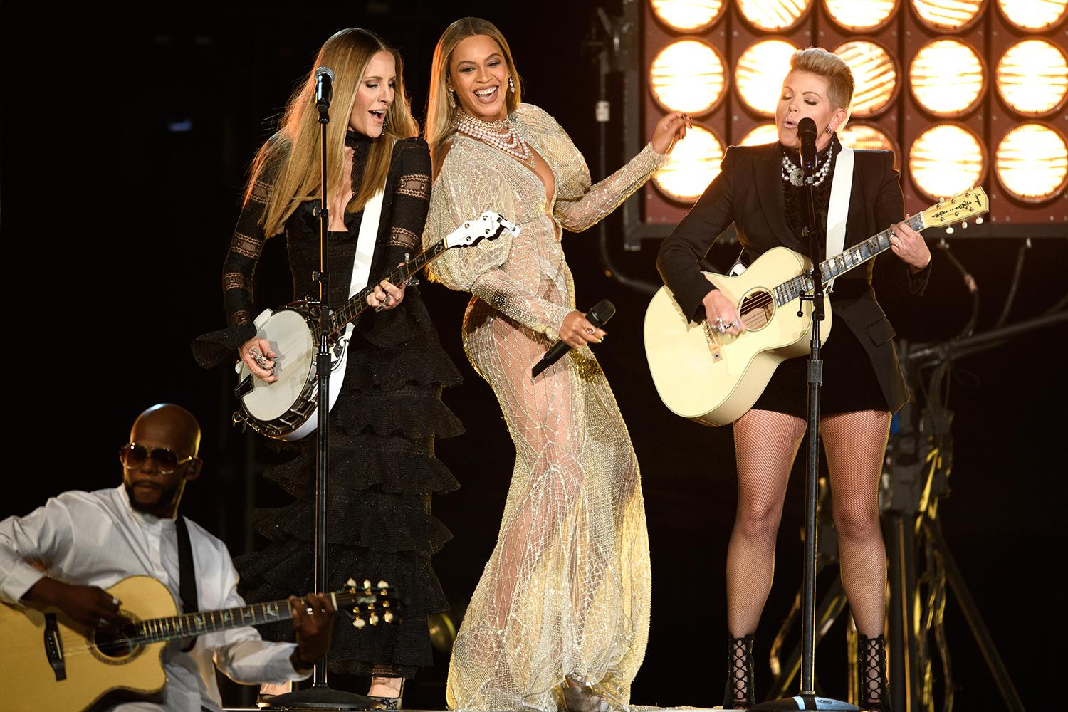 Beyonce and the Dixie Chicks at CMAs