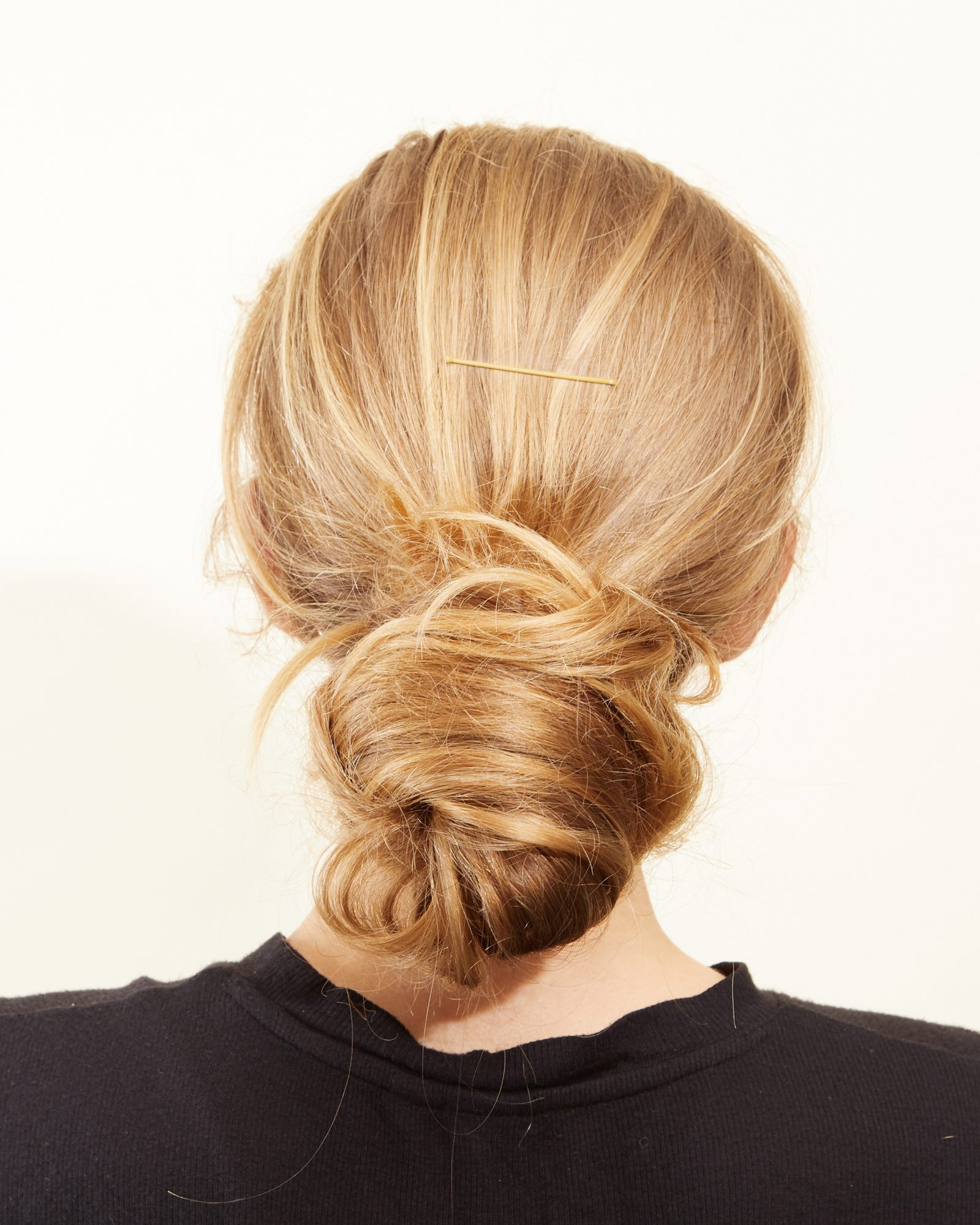 Easy bridesmaid hairstyle: messy low updo
