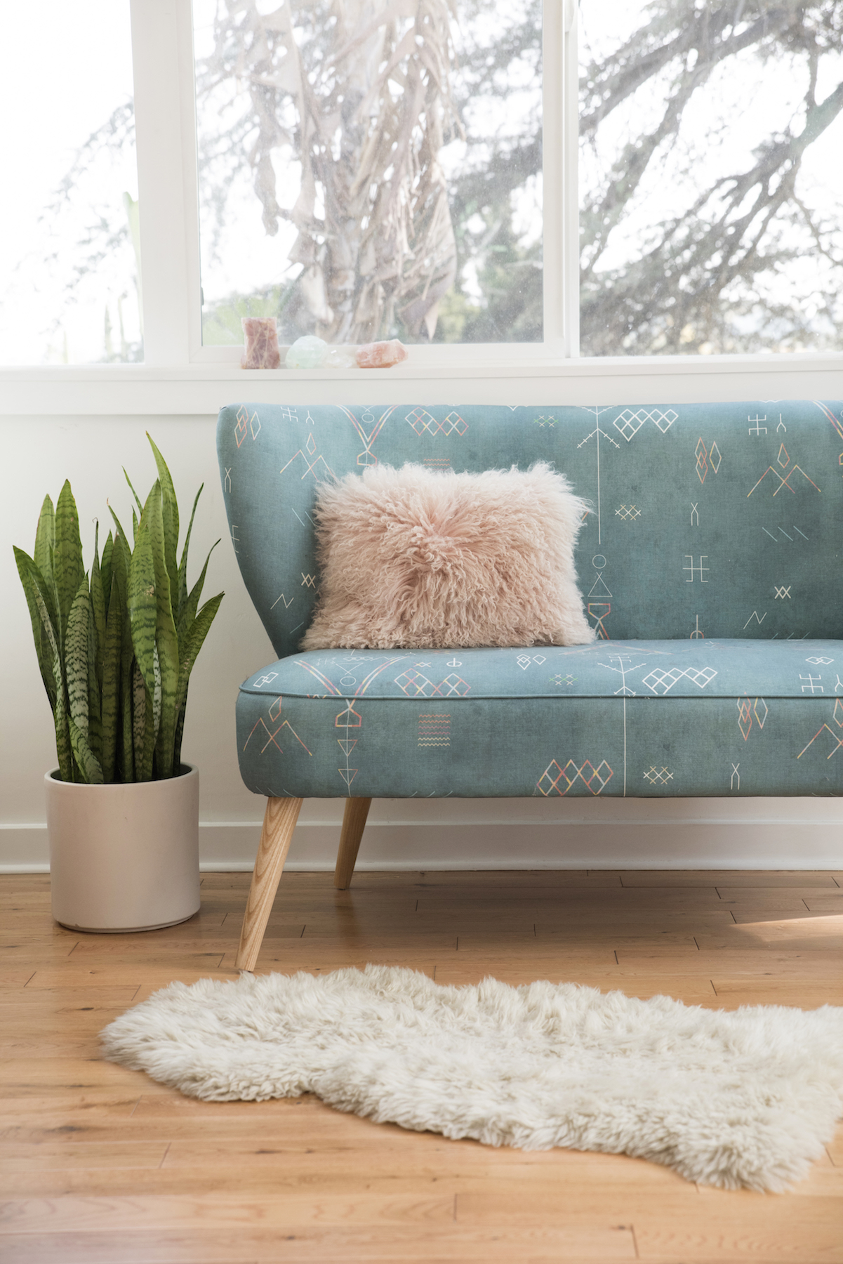 Designlovefest Settee Bench in Teal in Living Room